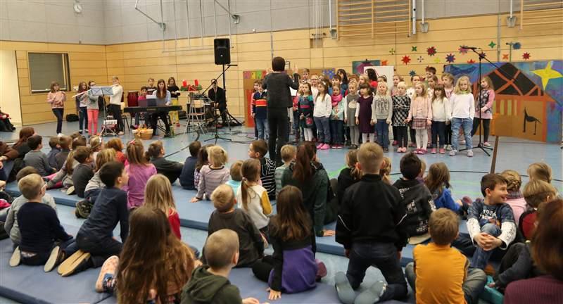 Grundschule Weihnachtsfeier.Weihnachtsfeier An Der Grundschule Grund Und Mittelschule Heideck